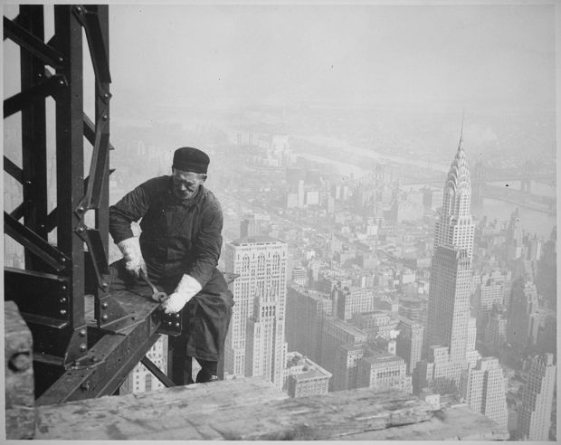 Photograph_of_a_Workman_on_the_Framework_of_the_Empire_State_Building_-_NARA_-_518290